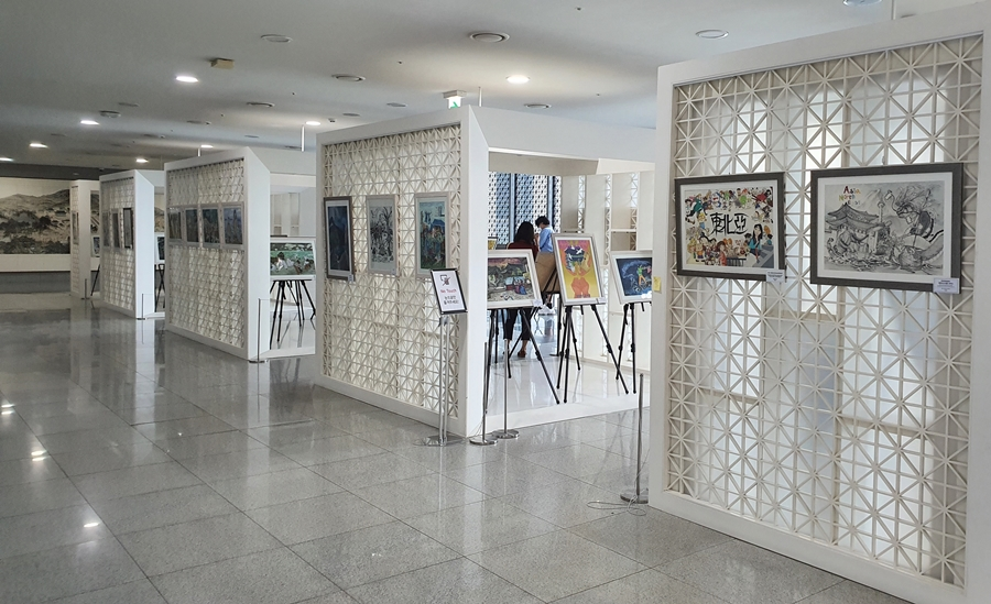 Award-winning Works of the NEAR Youth Art ∙ Poster Contests on Display at the Headquarters of Gyeongsangbuk-do New Office